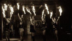 event z pokazem tańca z ogniem